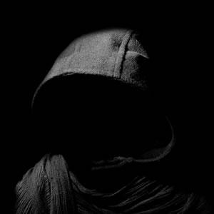 Inheritance - Simon Pegg als abgründiger Gefangener im ersten Trailer zum düsteren Thriller