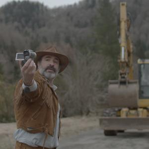 Monsieur Killerstyle - Ein Mann und seine Lederjacke drehen im ersten Trailer durch