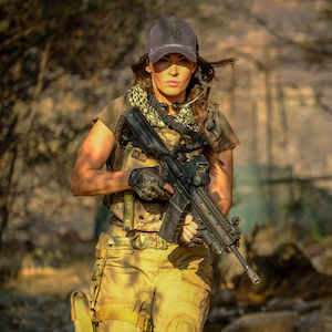 Rogue Hunter - Deutscher Trailer zeigt Megan Fox im Kampf gegen Terroristen und Löwen