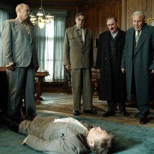 The Death of Stalin - Deutscher Trailer zur Satire mit Steve Buscemi, Michael Palin und Jason Isaacs online